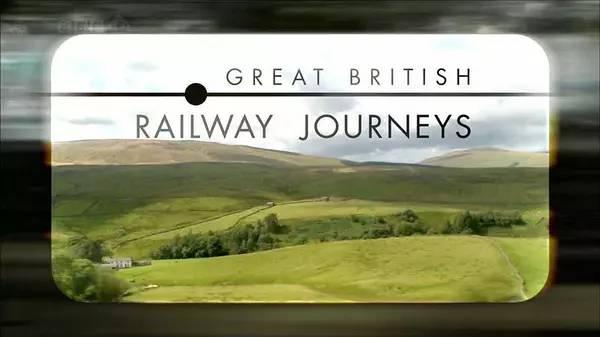 主持人带着维多利亚时代的铁路旅行手册出发,坐火车前往每一站和书中